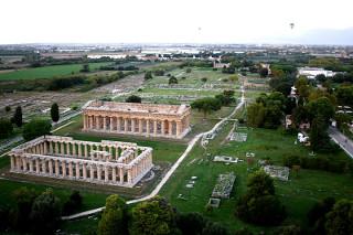 Paestum_Visione_aerea_templi_di_Era_e_Poseidone